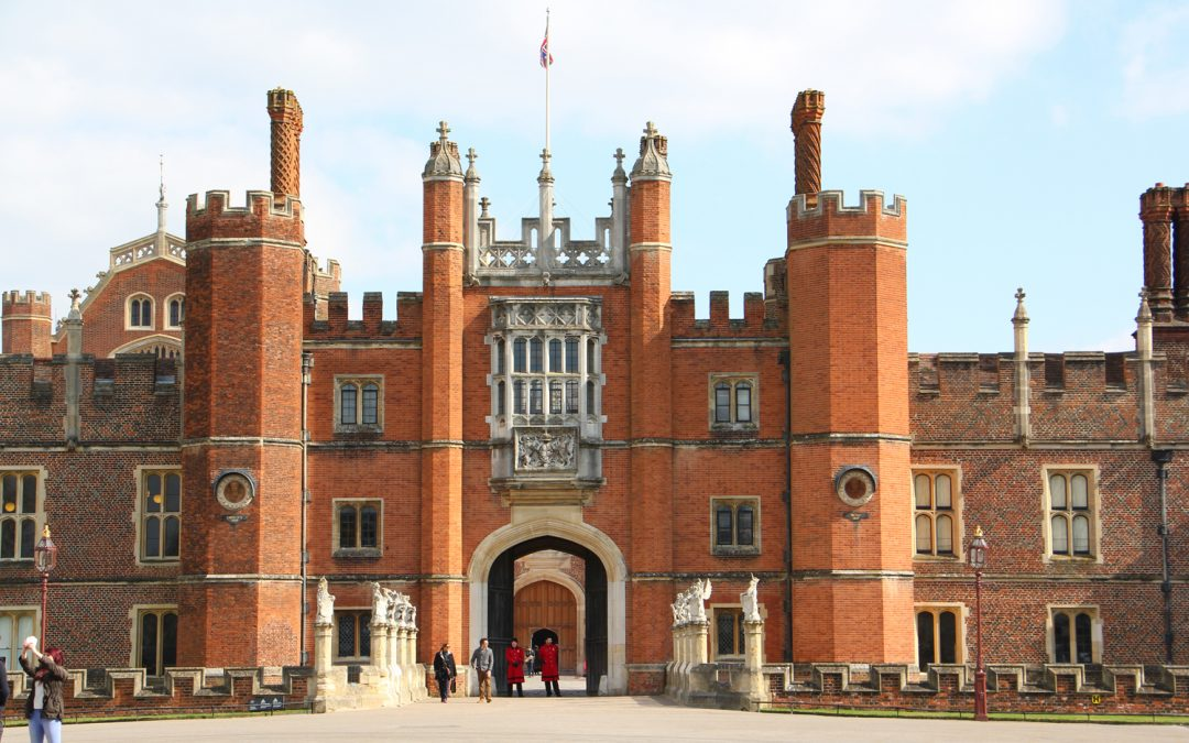 Mighty Castle, Magnificent Palace: Windsor & Hampton Court – 9 hours