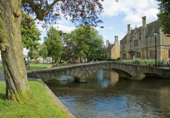 Words and Wolds: Stratford-Upon-Avon + The Cotswolds – 10 Hours
